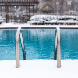 cómo mantener la piscina en invierno en 9 pasos