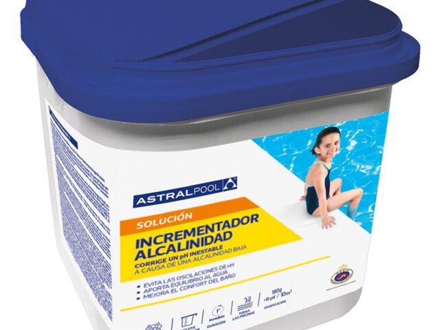Cómo corregir la alcalinidad del agua de la piscina